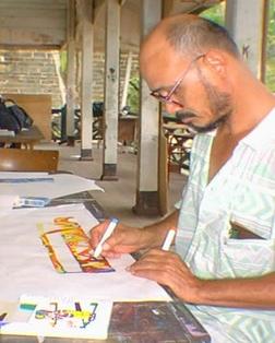 René Tosari aan het tekenen